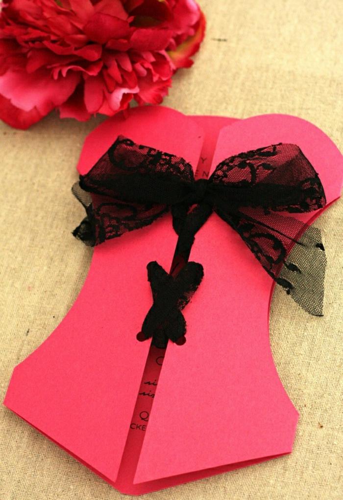 carte-d-invitation-mariage-rose-foncé-avec-un-ruban-noir-jolie-invitation-mariage
