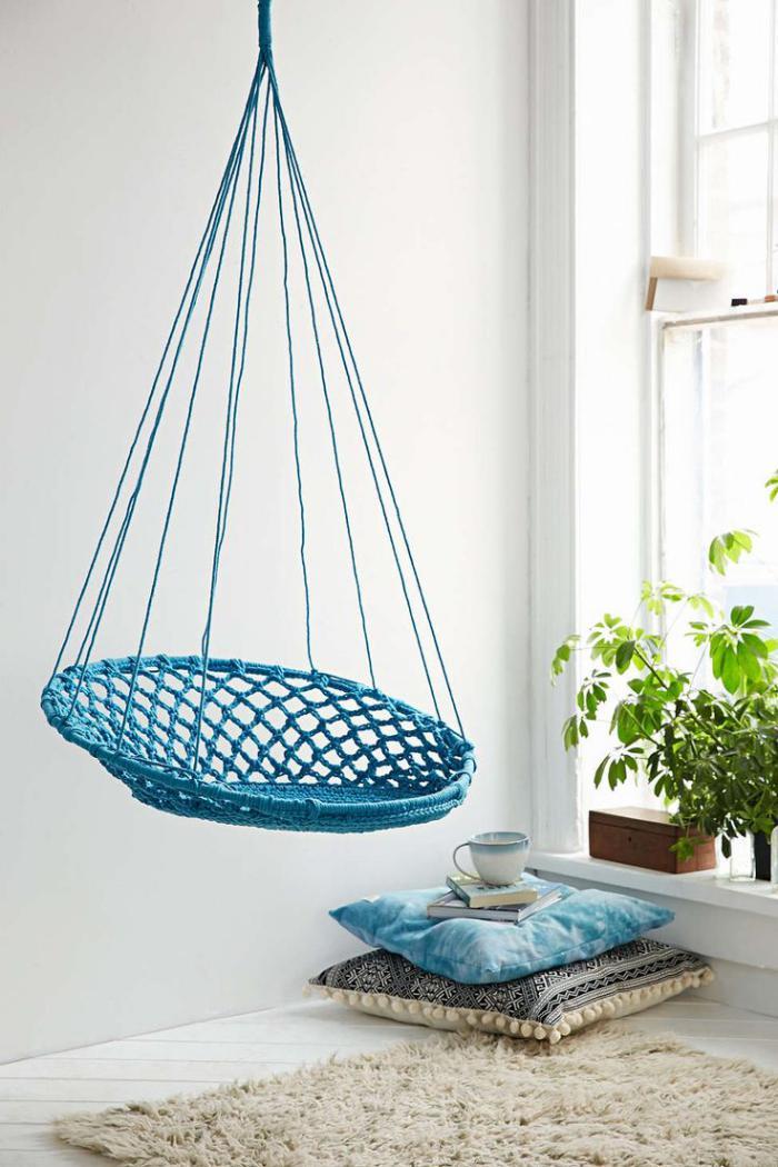 chaise-hamac-bleue-crochetée-meuble-unique-diy