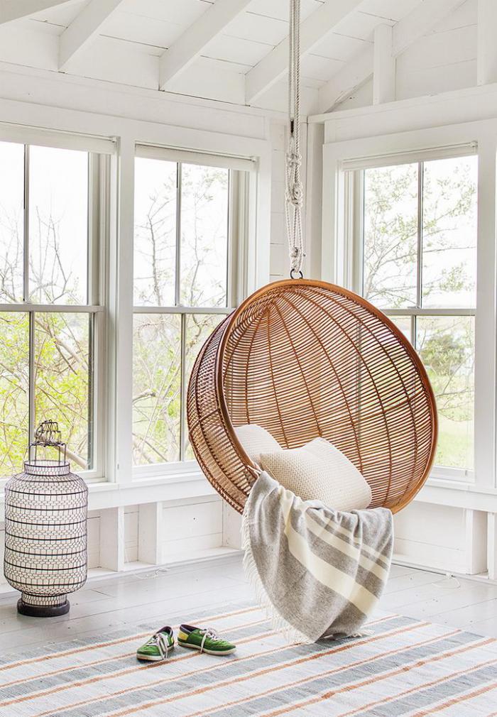 chaise-hamac-chaise-boule-en-osier-et-grande-lanterne-déco