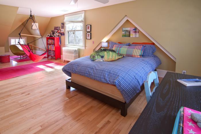 chaise-hamac-chambre-d'enfants-moderne-et-vaste
