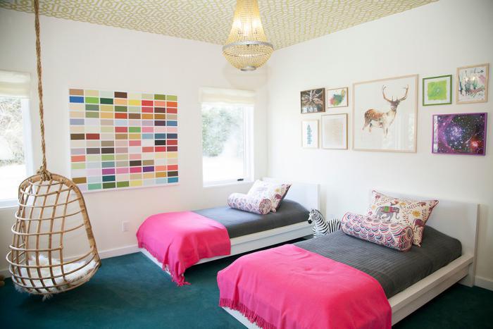 chaise-hamac-dans-une-petite-chambre-enfant