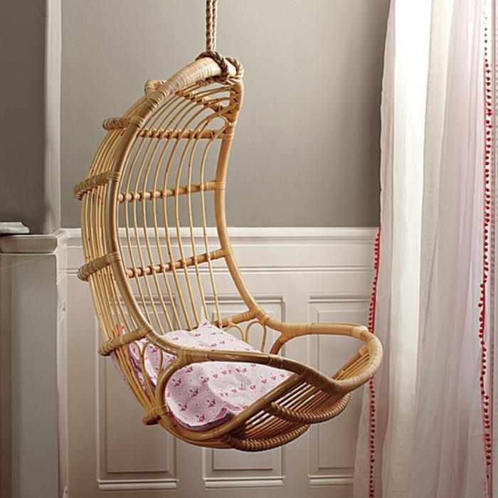chaise-hamac-en-bois-créatif-coussin-rose
