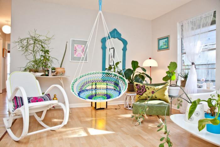 chaise-hamac-une-pièce-à-déco-vintage-colorée