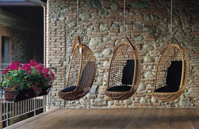 chaise-hamac-véranda-avec-trois-chaises-hamacs