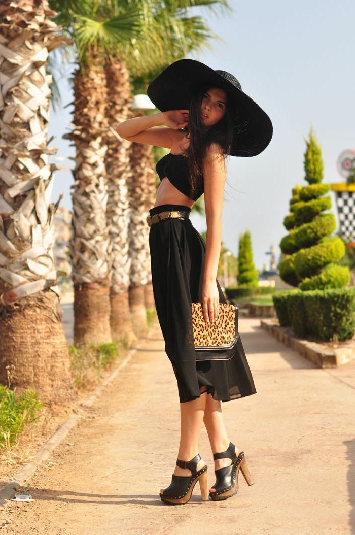 chapeau-capeline-feutre-noir-tenue-du-jour-femme-chique-stylé-été