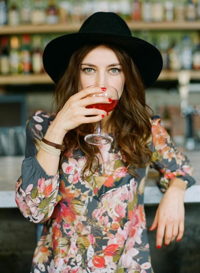 chapeau-capeline-feutre-noir-tenue-du-jour-femme-chique-stylé (9)-resized
