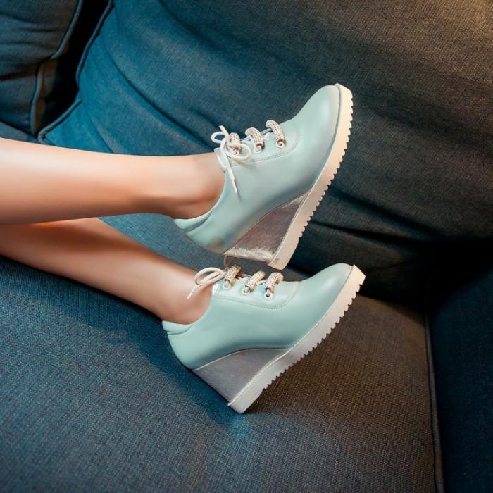 chaussures-compensées-élément-gris-argenté-sneakers-élégants