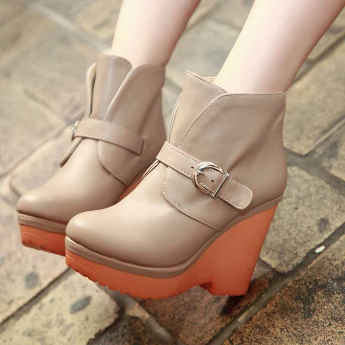 chaussures-compensées-combination-de-couleurs-de-la-gamme-chaude