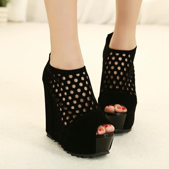 chaussures-compensées-compensées-cool-en-noir