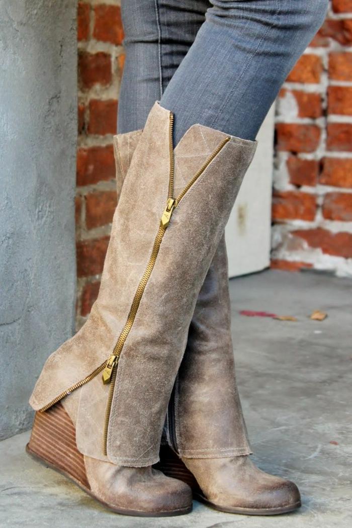 chaussures-compensées-fermeture-originale-bottes-longues