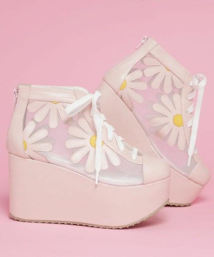 chaussures-compensées-grandes-plateformes-de-chaussures-roses