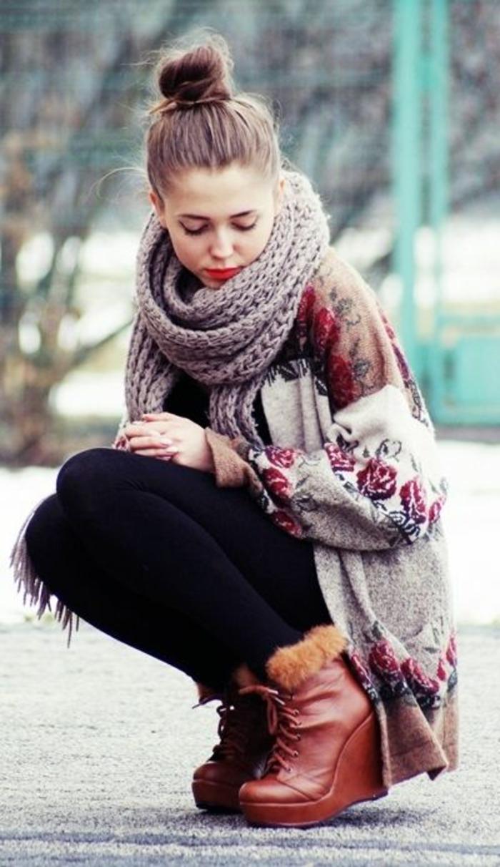 chaussures-compensées-marronnes-pour-la-saison-froide