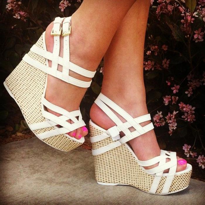 chaussures-compensées-sandales-à-plateformes