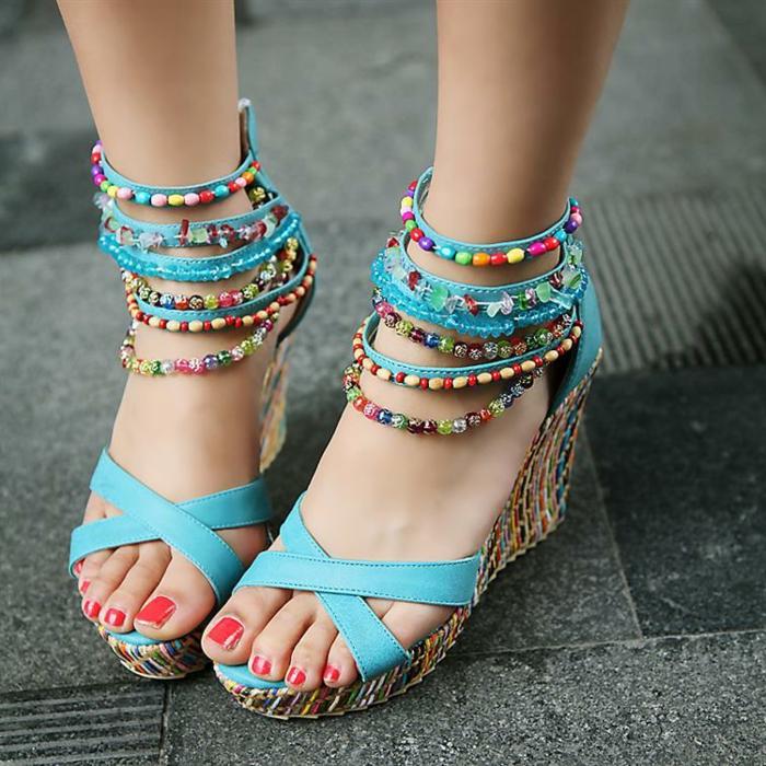 chaussures-compensées-sandales-intéressantes-ethno-style