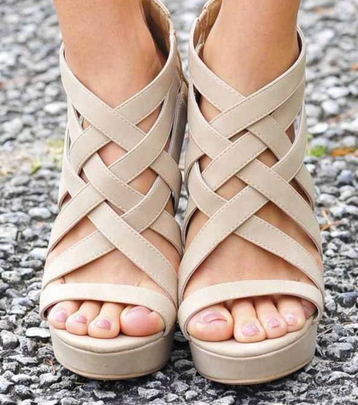 chaussures-compensées-sandales-sangles-torsadés