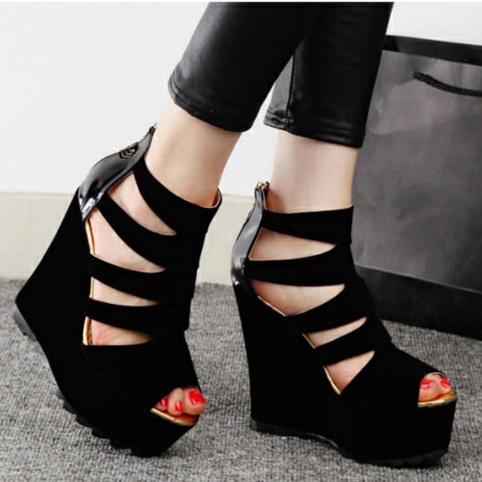 chaussures-compensées-sangles-originalles-et-bouts-ouverts