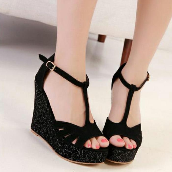 chaussures-compensées-talons-compensés-sandales-noires