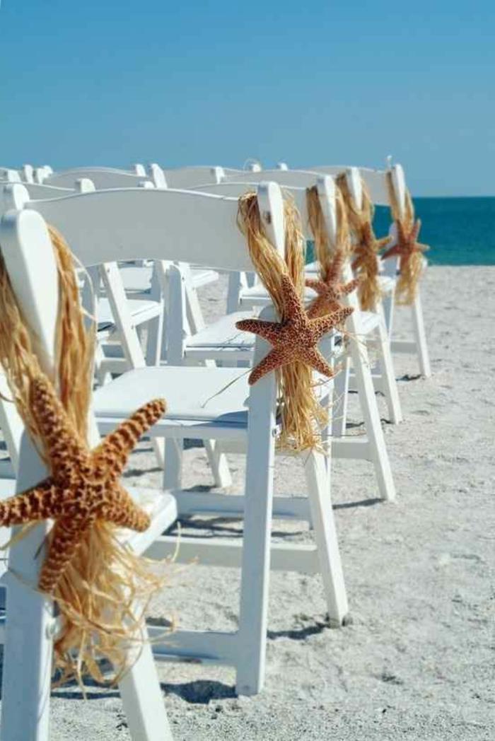 choisir-la-housse-de-chaise-pour-mariage-au-bord-du-mer-avec-sables-fin