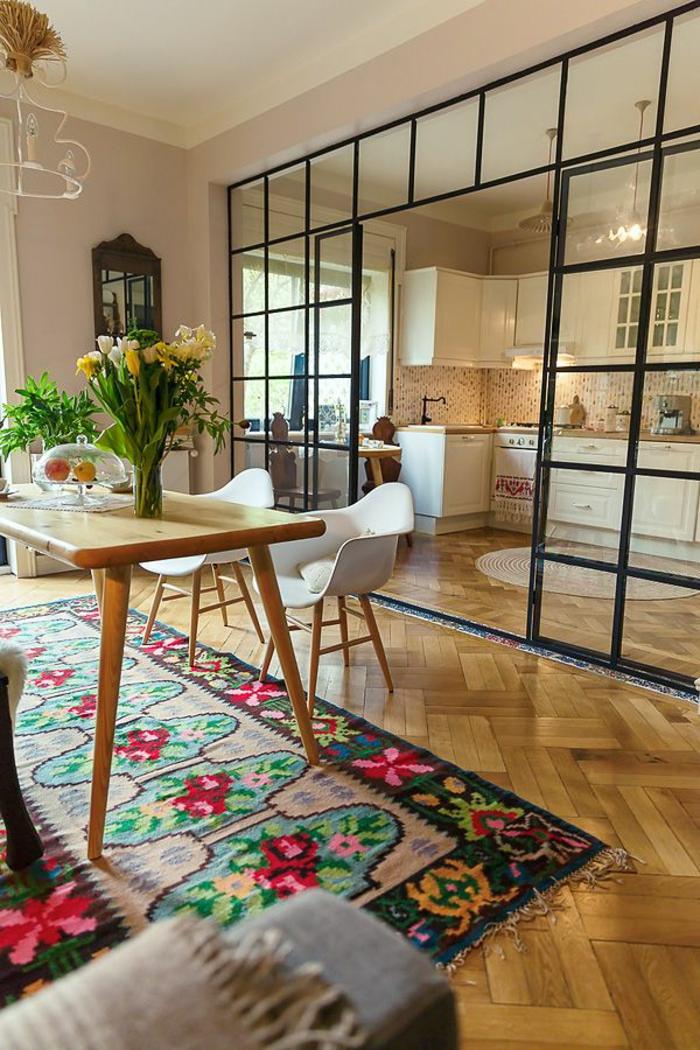 cloison-en-verre-cuisine-et-salle-de-déjeuner-avec-grande-cloison-vitrée
