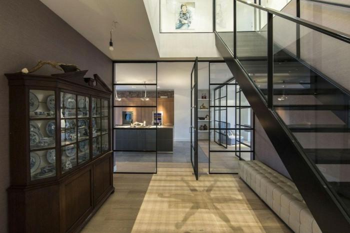 cloison-en-verre-grand-appartement-en-style-loft-avec-escalier