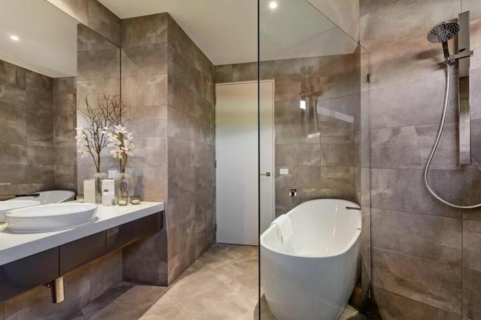cloison-en-verre-organisation-de-l'espace-dans-la-salle-de-bains-moderne