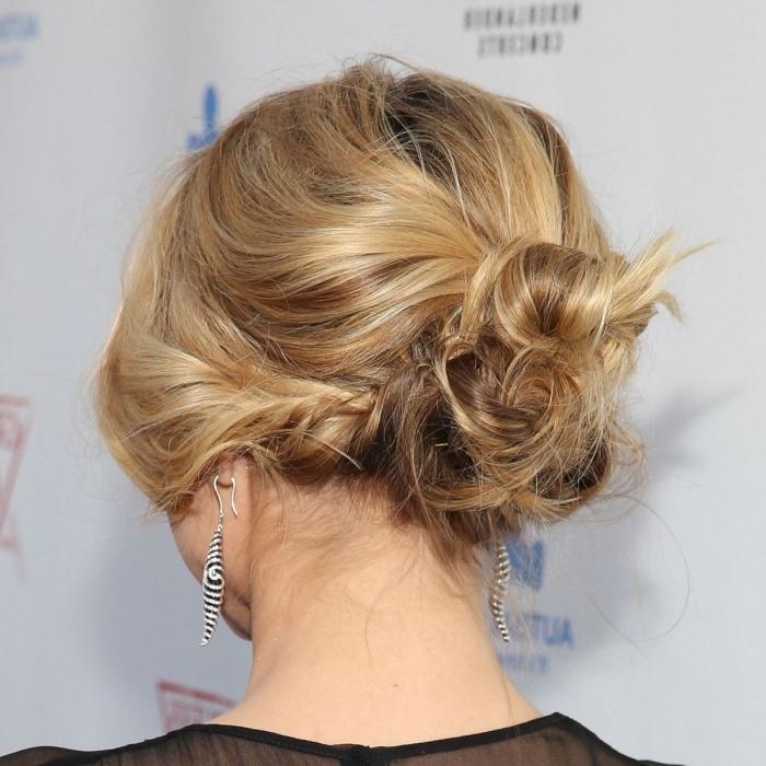 idée coiffure facile pour cheveux mi longs attachés en chignon décontracté, exemple coiffure facile et rapide