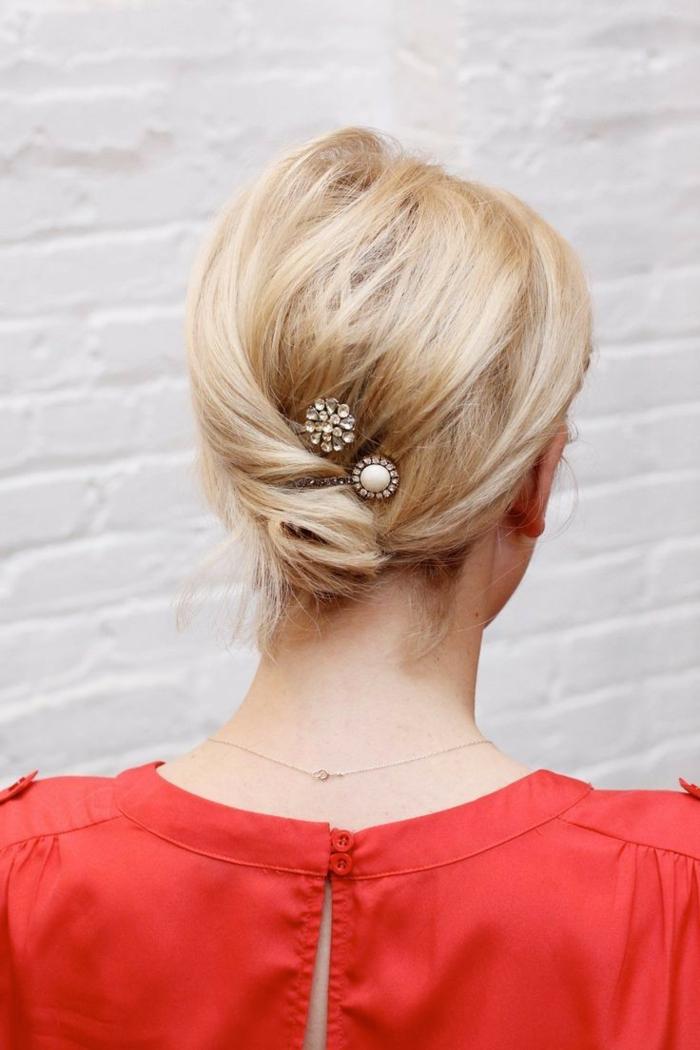 coiffure-cheveux-mi-long-coupe-cheveux-mi-long-idées-beauté-chemise-rouge-resized