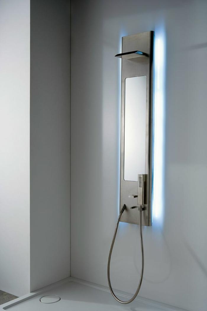 colonne-de-douche-castorama-dans-la-salle-de-bain-moderne-avec-murs-blancs