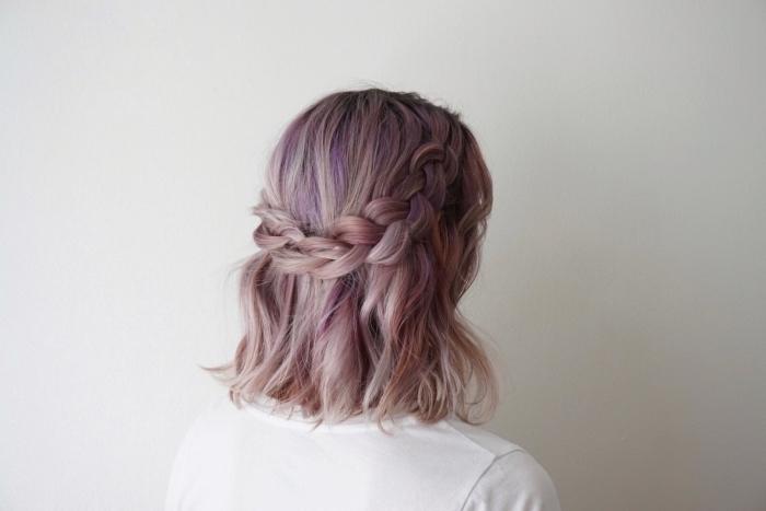 coupe de cheveux qui rajeunit, exemple de coiffure pour cheveux mi longs lâchés avec couronne tressée loose