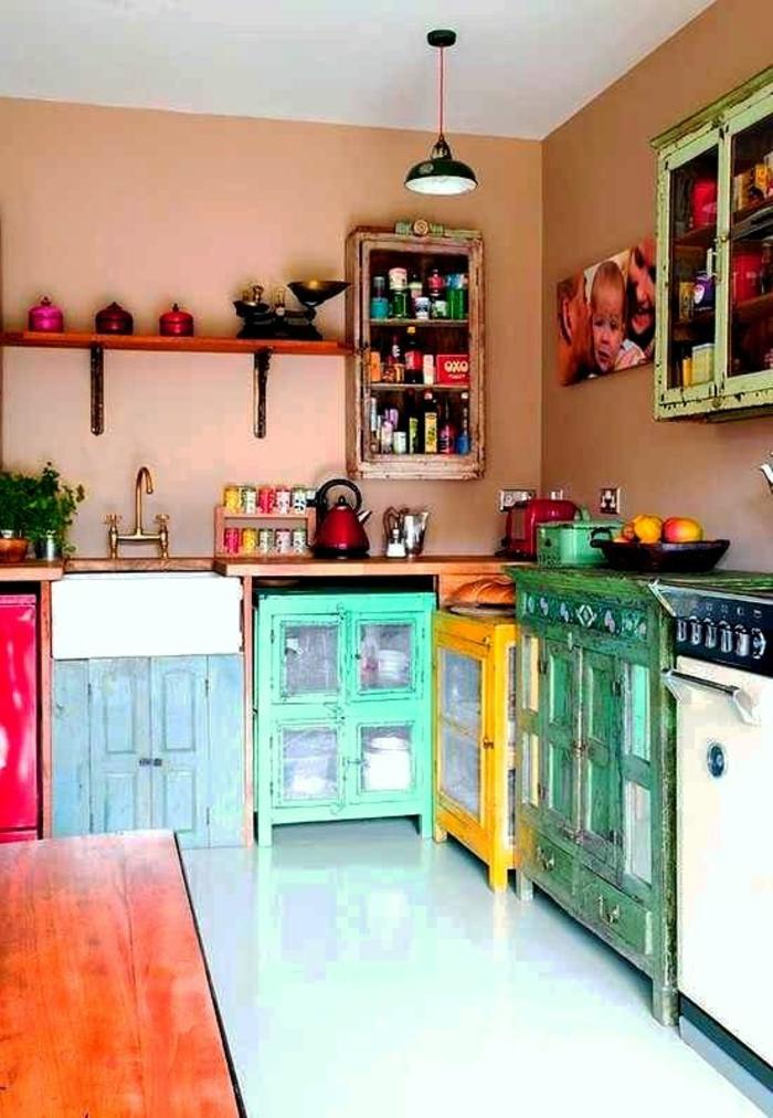 comment-aménager-une-petite-cuisine-avec-meubles-colorés-de-style-mexicain
