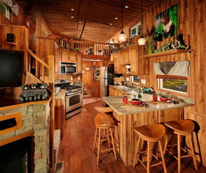 comment-amenager-petite-cuisine-avec-meubles-en-bois-massif-intérieur-en-bois-clair-dans-la-cuisine