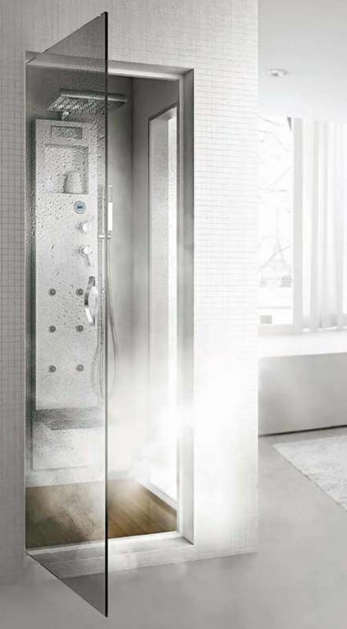 comment-choisir-une-colonne-de-douche-hydromassante-dans-la-salle-de-bain-grise