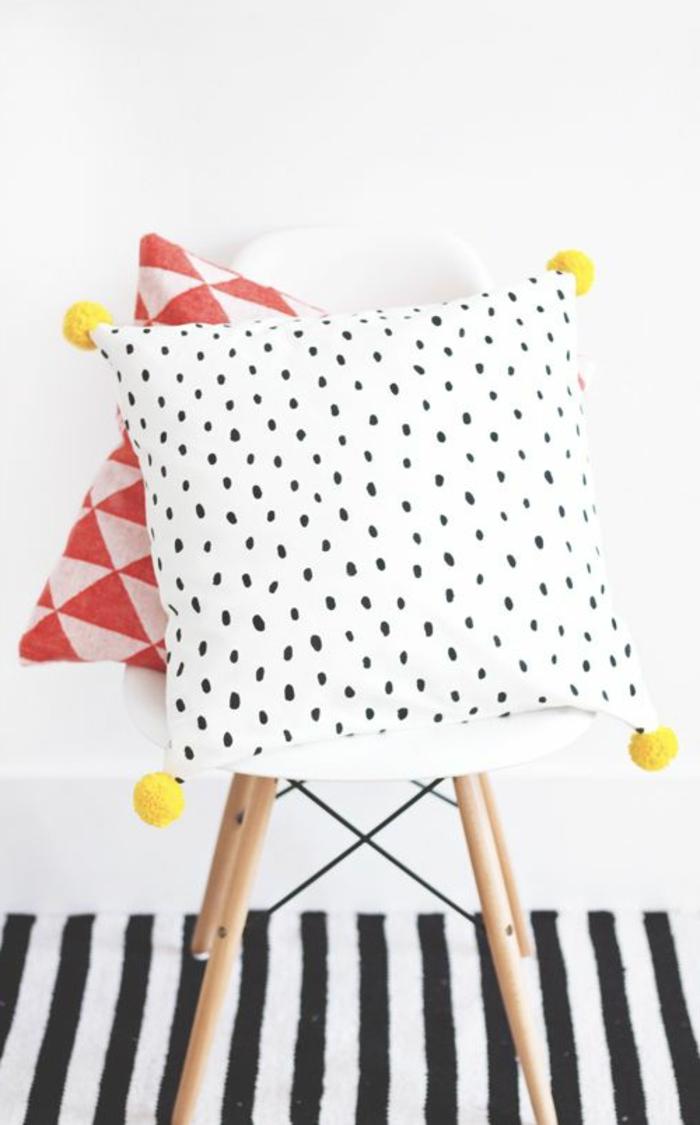 comment-choisir-une-housse-de-coussin-50x50-à-points-noirs