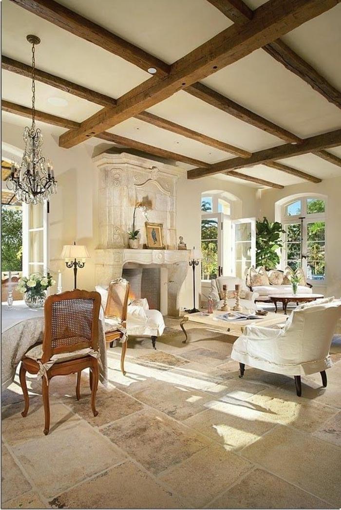 comment-décorer-son-salon-de-style-classique-carrelage-beige-meubles-beiges-beaucoup-de-lumièrе