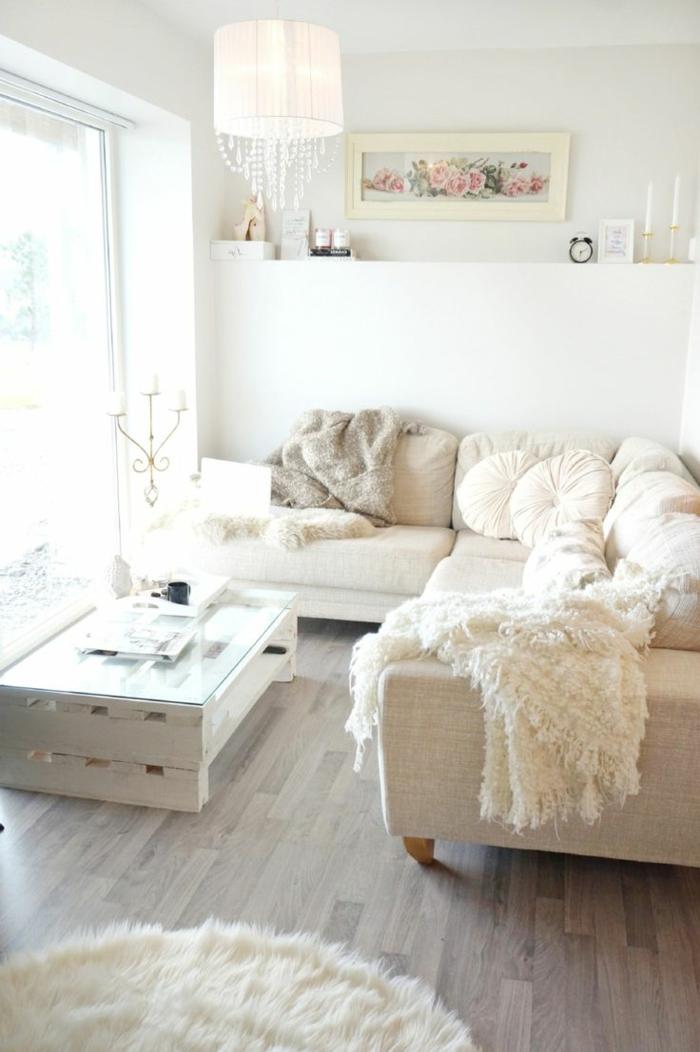 comment-décorer-son-salon-de-style-classique-de-couleur-beige-clair-et-murs-blancs