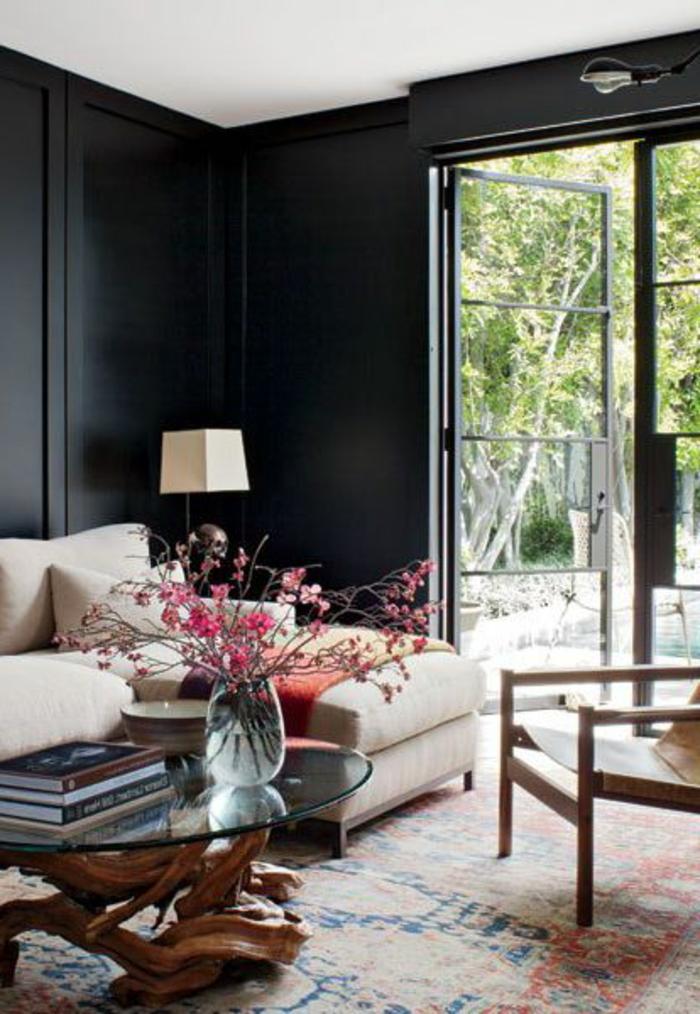 comment-décorer-son-salon-murs-noirs-dans-la-salle-de-séjour-tapis-coloré-porte-d-entréе
