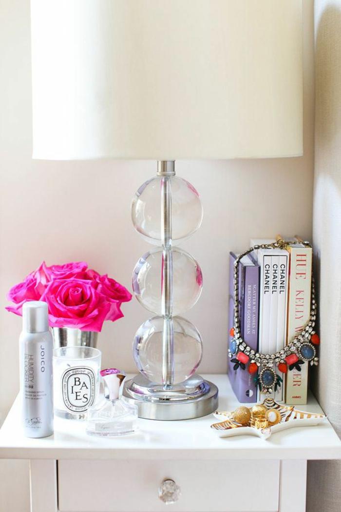 comment-faire-une-bougie-parfumée-à-soi-même-bougie-parfume-aménagement-table-de-chevet