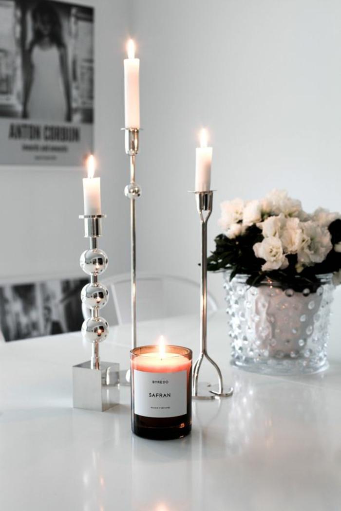comment-faire-une-bougie-parfumée-à-soi-même-bougie-parfume-table-vase-fleurs-bougies