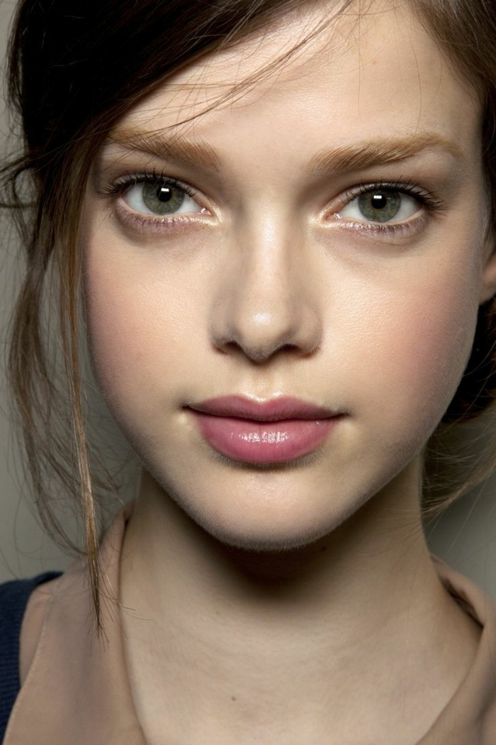 conseil-maquillage-yeux-verts-maquillage-comment-faire-vert-yeux-fille-jolie-resized
