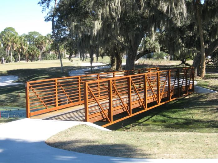 construire-bâtiment-en-acier-corten-protegé-de-l-oxygene-pont-arbre-artificiel