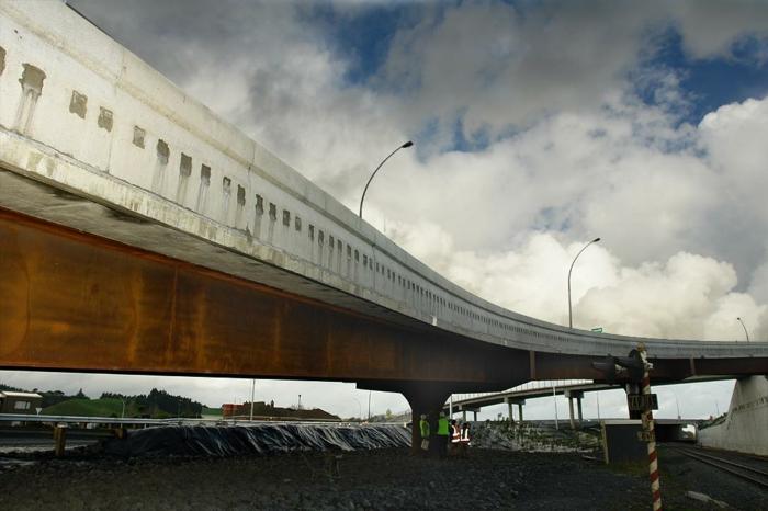 construire-bâtiment-en-acier-corten-protegé-de-l-oxygene-pont-vintage