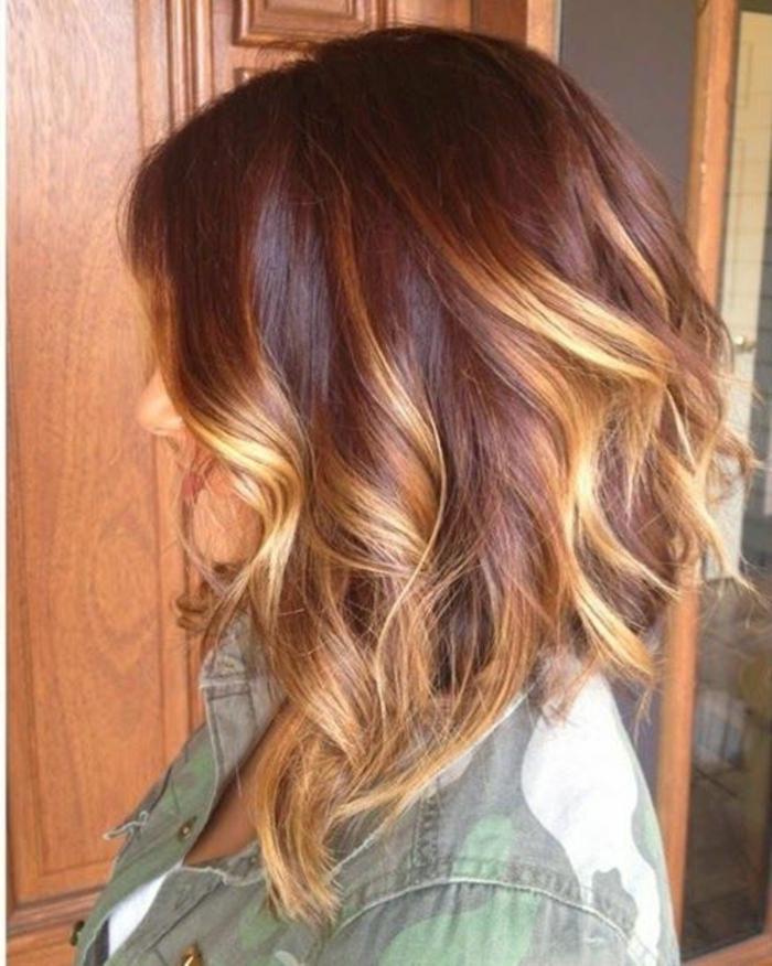couleur-cheveux-couleur-châtain-clair-idée-coiffure-moderne-coté-demi-longue