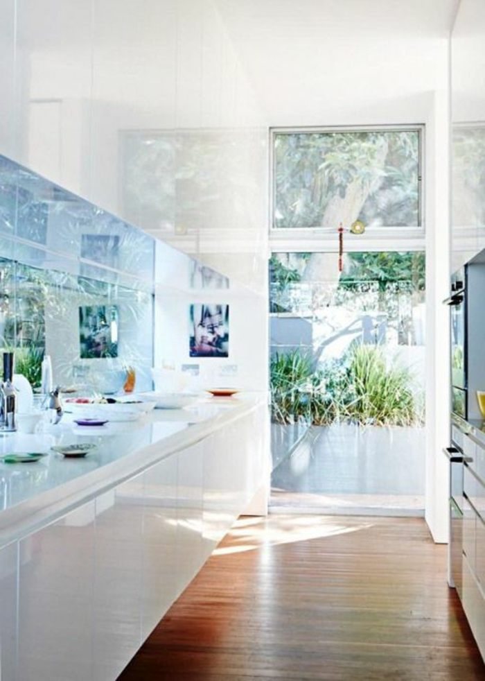 couleur-cuisine-feng-shui-blanche-avec-un-design-simple-et-epuree