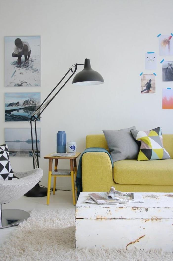 coussins-déco-design-salon-ou-chambre-à-coucher-lit-table-basse-originale-canapé-jaune