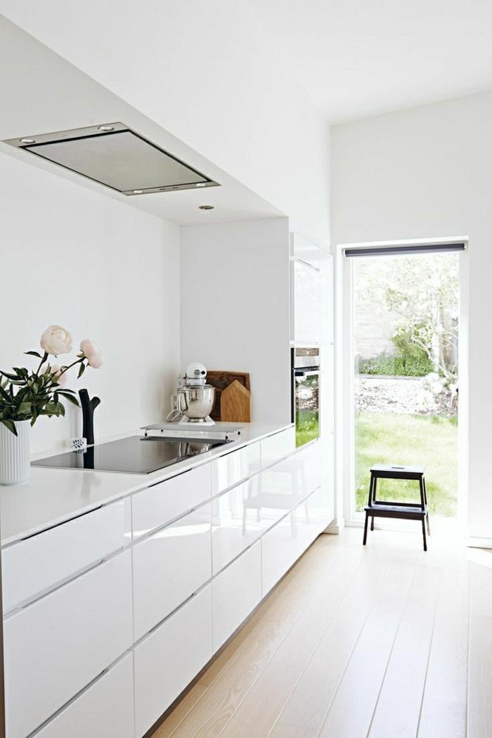 cuisine-blanche-laquée-photo-cuisine-moderne-originale-blanc-lacque