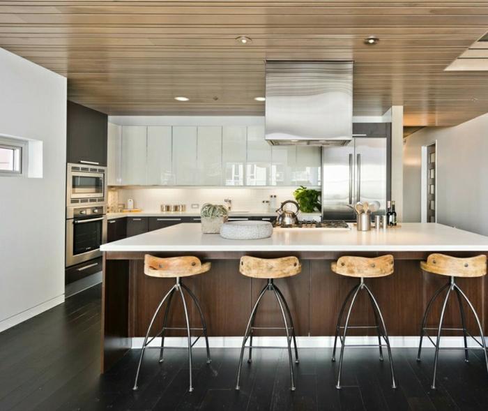 cuisine-blanche-laquée-photo-cuisine-moderne-originale-chaises-de-bar-hautes