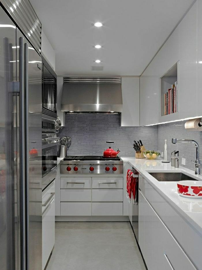 cuisine-blanche-laquée-photo-cuisine-moderne-originale-en-métalique