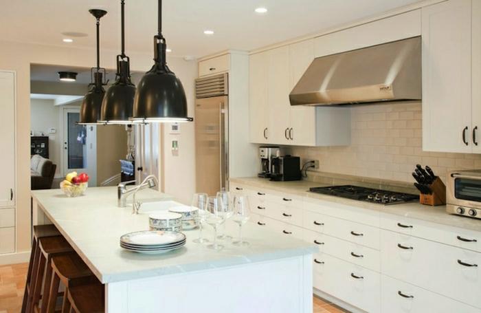 cuisine-blanche-laquée-photo-cuisine-moderne-originale-lampes-industriels