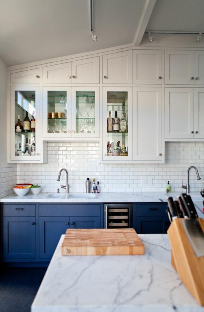 cuisine-blanche-meubles-de-cuisine-blanches-ilot-de-cuisine-central-en-marbre-blanc