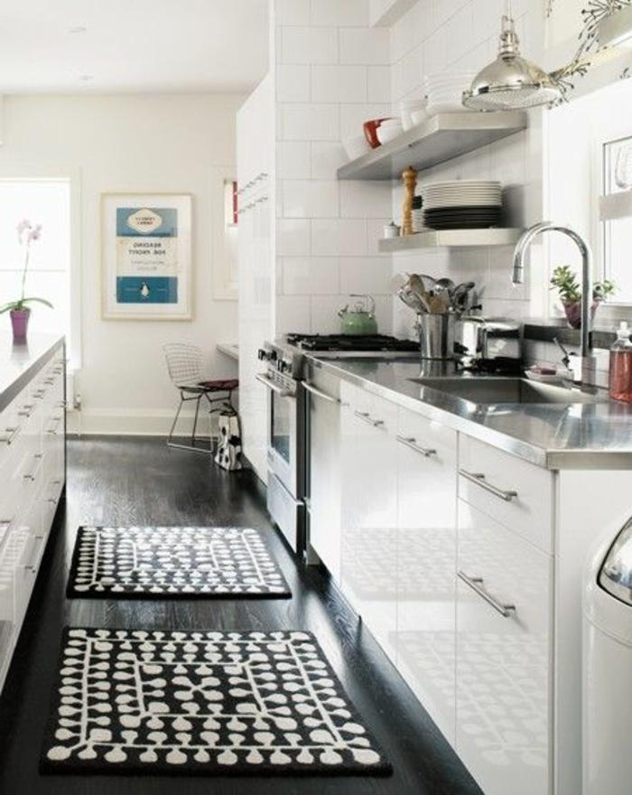 cuisine-lаquée-blanche-pas-cher-conforama-avec-meubles-balncs-sol-noir-carrelage-blanc-pour-les-murs